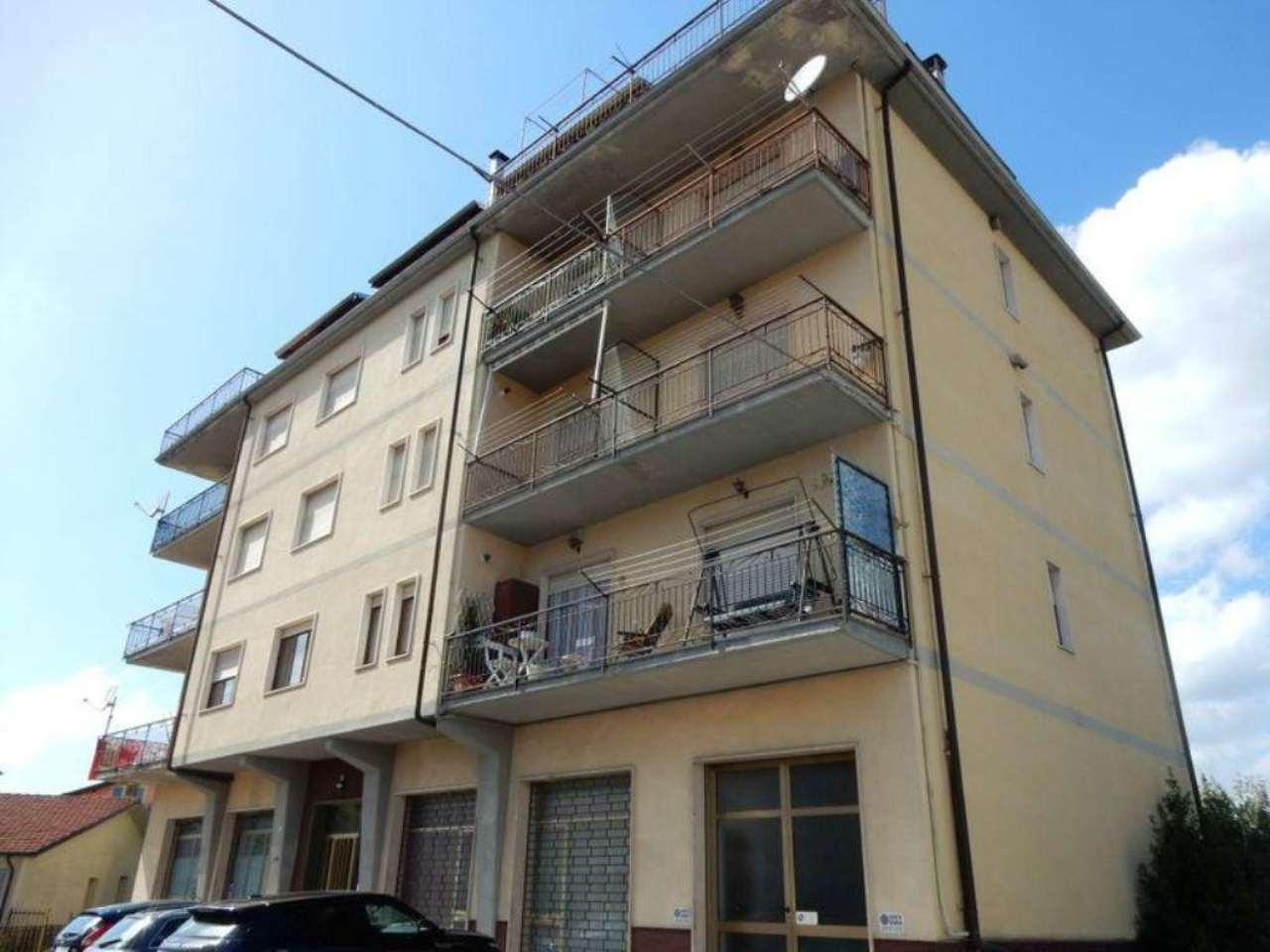 Ampio appartamento panoramico con tre balconi e box auto