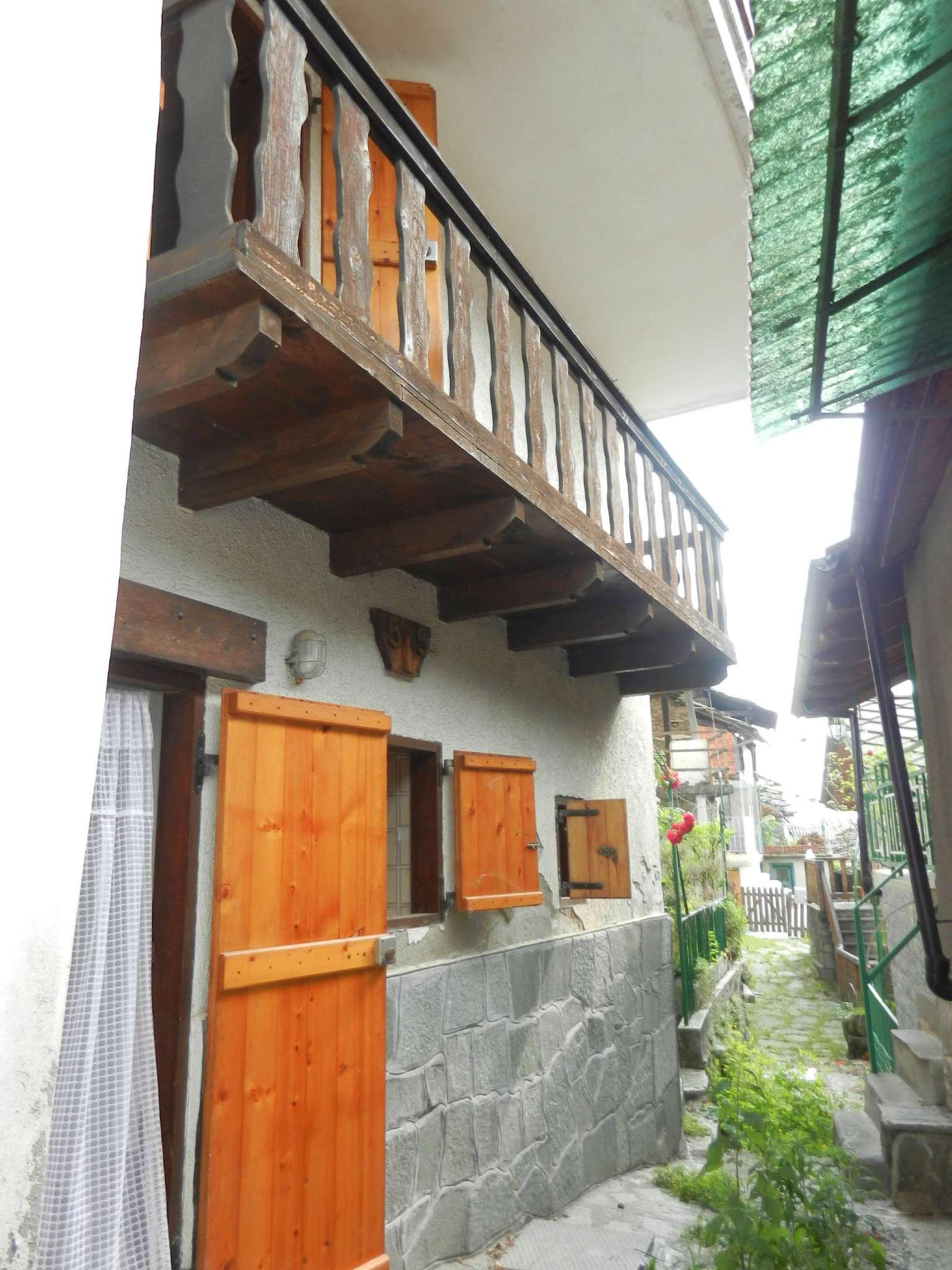 Appartamento in buone condizioni parzialmente arredato in vendita Rif. 6859619