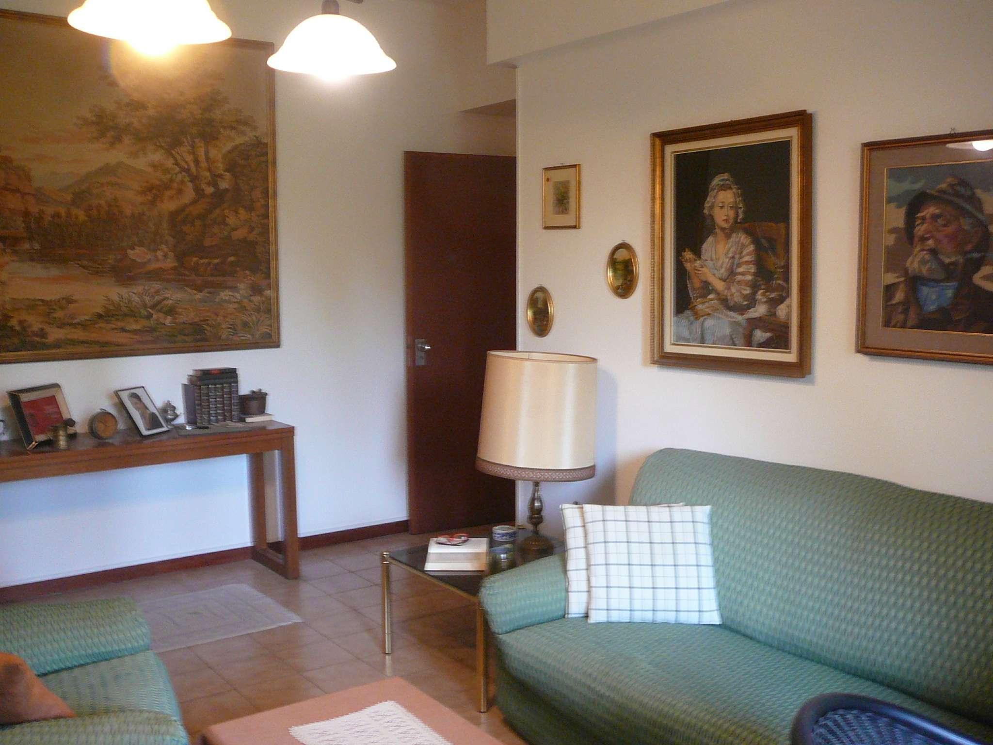 Appartamento in buone condizioni in vendita Rif. 5274112