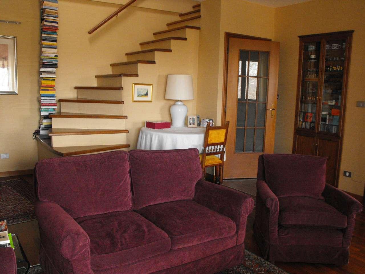 Ampio appartamento su due livelli con terrazzino, box e cantina, foto 1