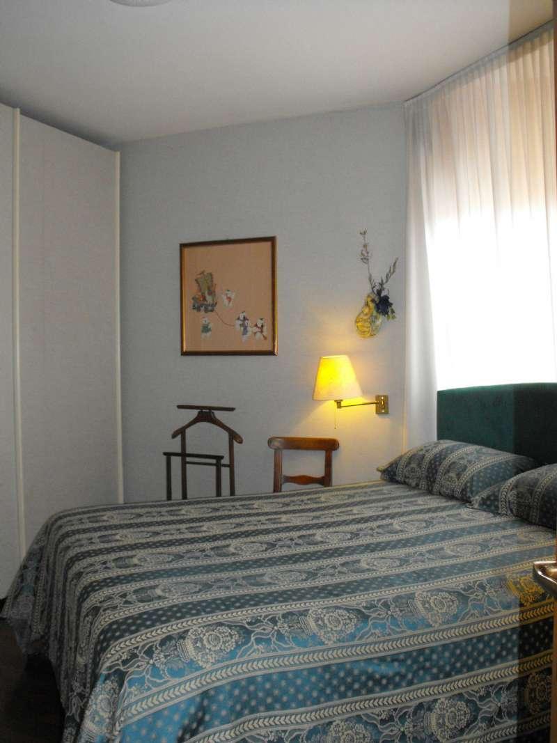 Ampio appartamento su due livelli con terrazzino, box e cantina, foto 9