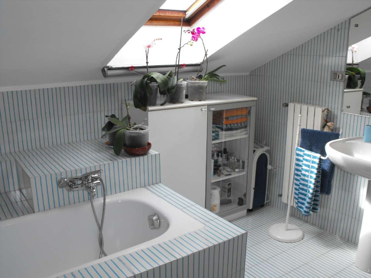 Ampio appartamento su due livelli con terrazzino, box e cantina, foto 16