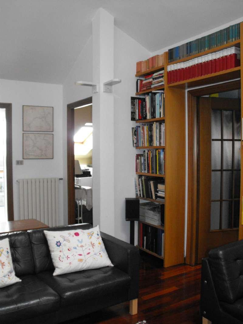 Ampio appartamento su due livelli con terrazzino, box e cantina, foto 17