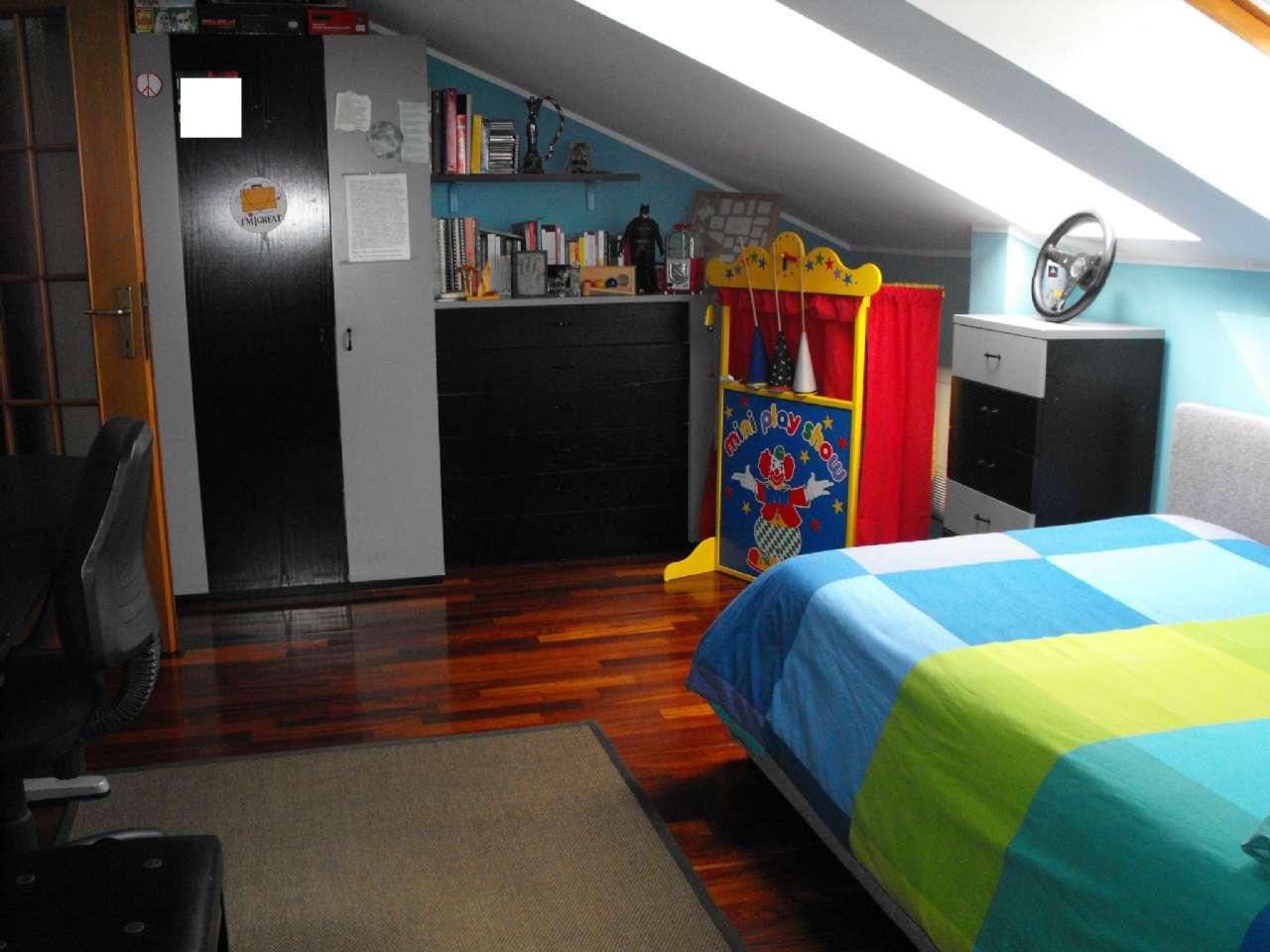 Ampio appartamento su due livelli con terrazzino, box e cantina, foto 11