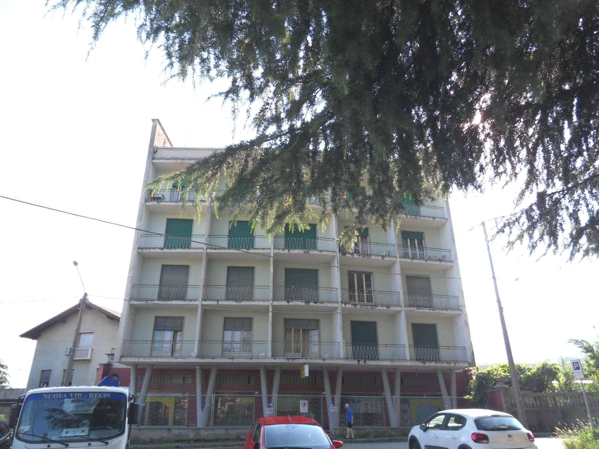 Appartamento in discrete condizioni in vendita Rif. 7861276