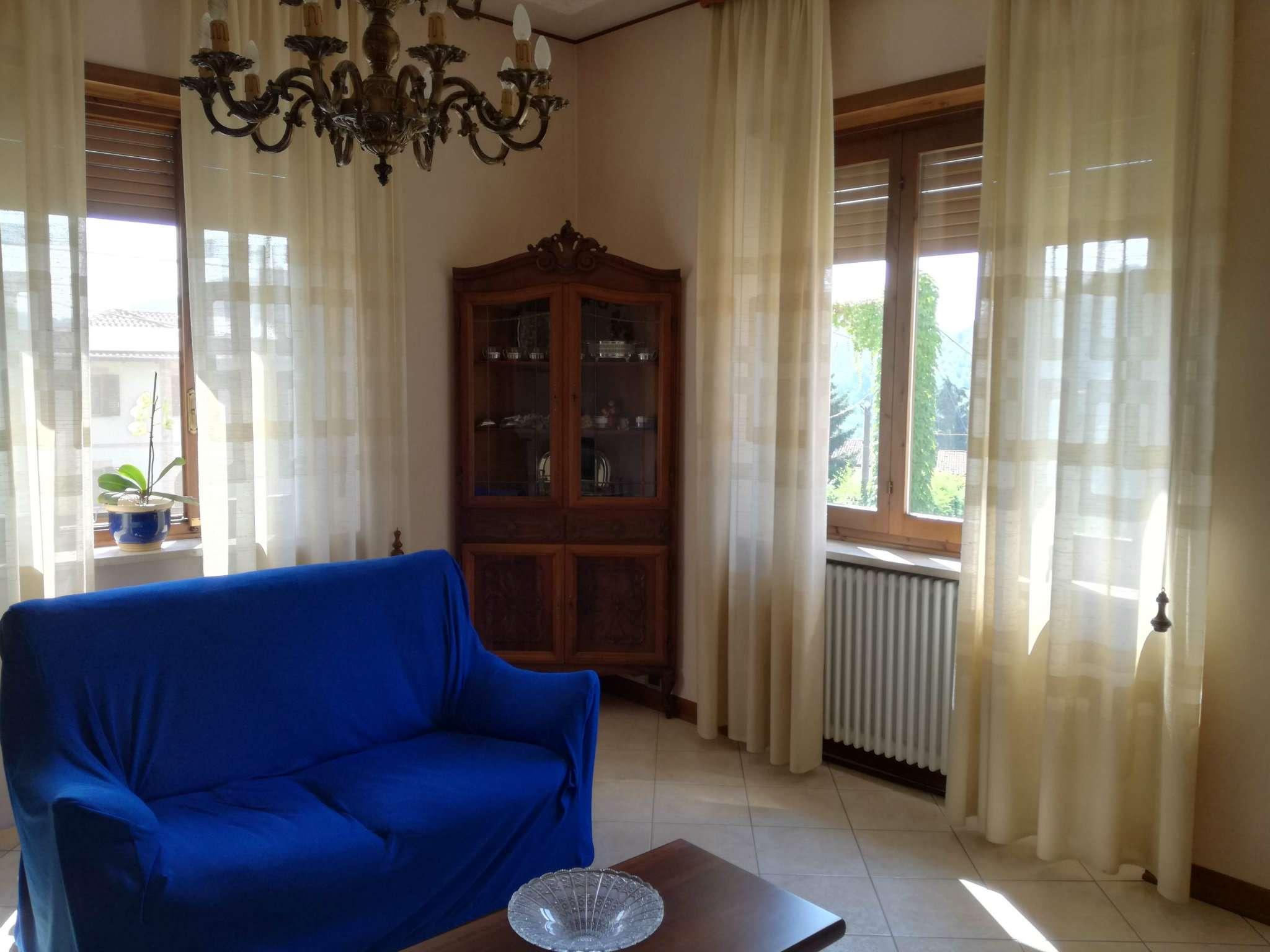 Villetta a schiera in buone condizioni parzialmente arredato in vendita Rif. 7850061