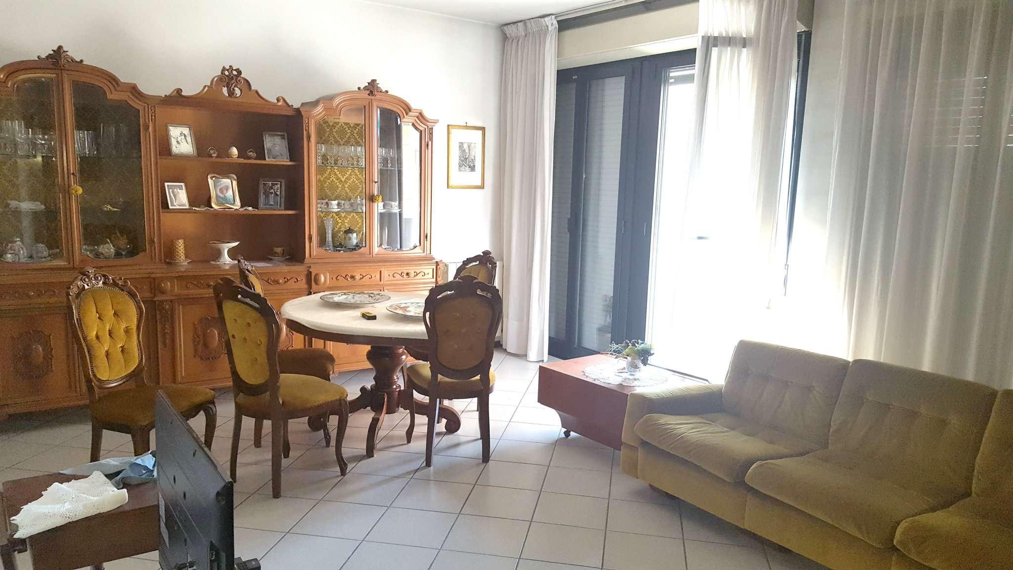 Appartamento in buone condizioni in vendita Rif. 8482664