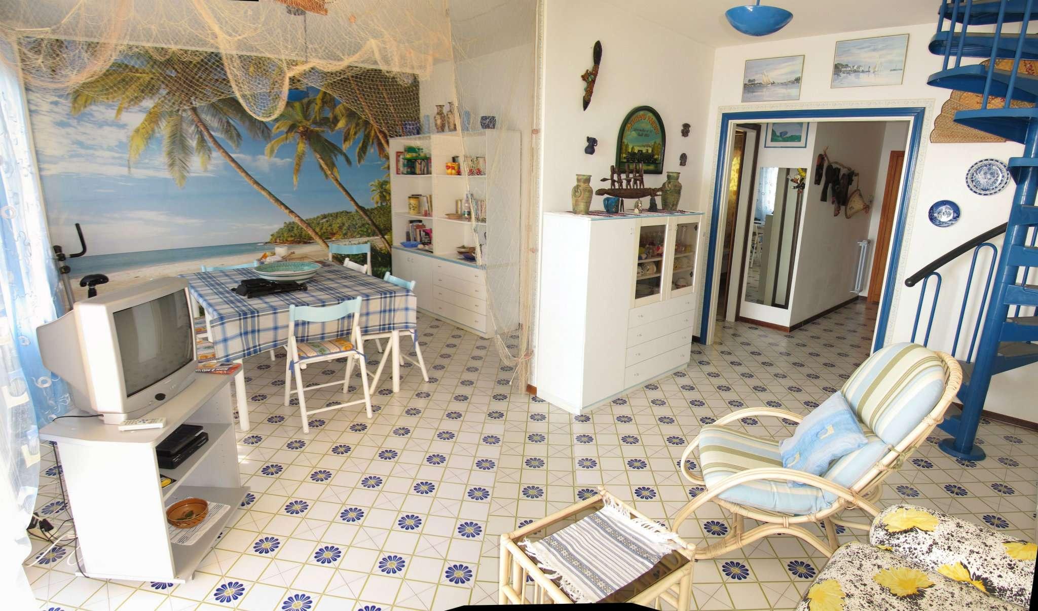 Appartamento in ottime condizioni parzialmente arredato in vendita Rif. 8482659