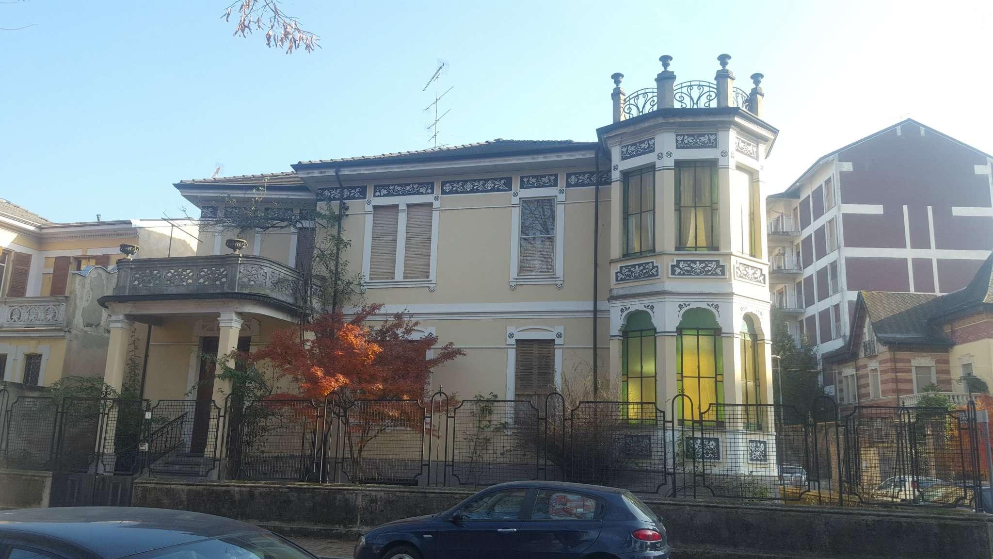 Prestigiosa villa d'epoca con esteso giardino piantumato