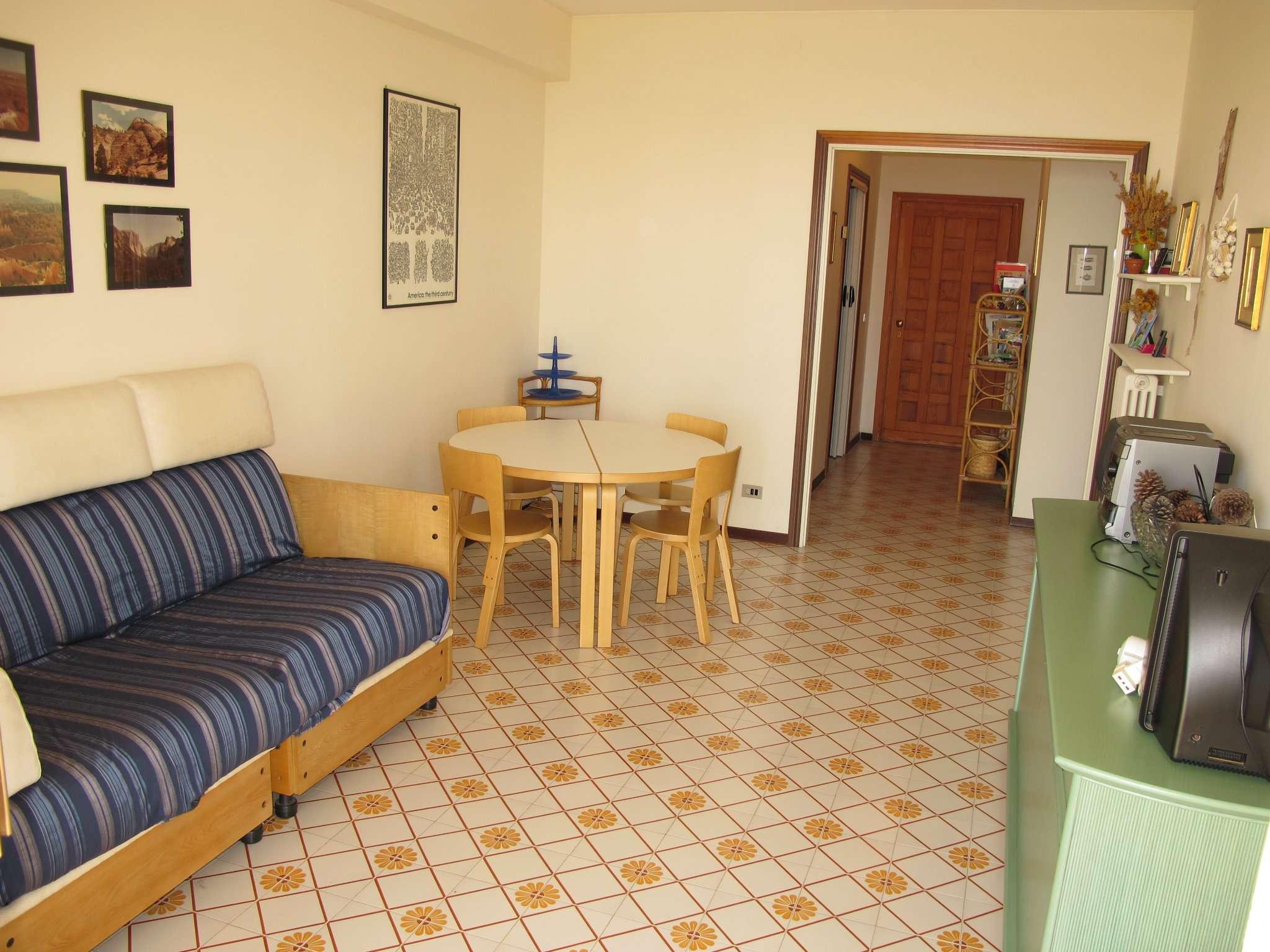 Appartamento in ottime condizioni parzialmente arredato in vendita Rif. 8976498