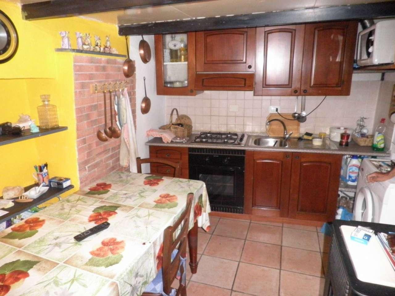 Appartamento in buone condizioni parzialmente arredato in vendita Rif. 9016274
