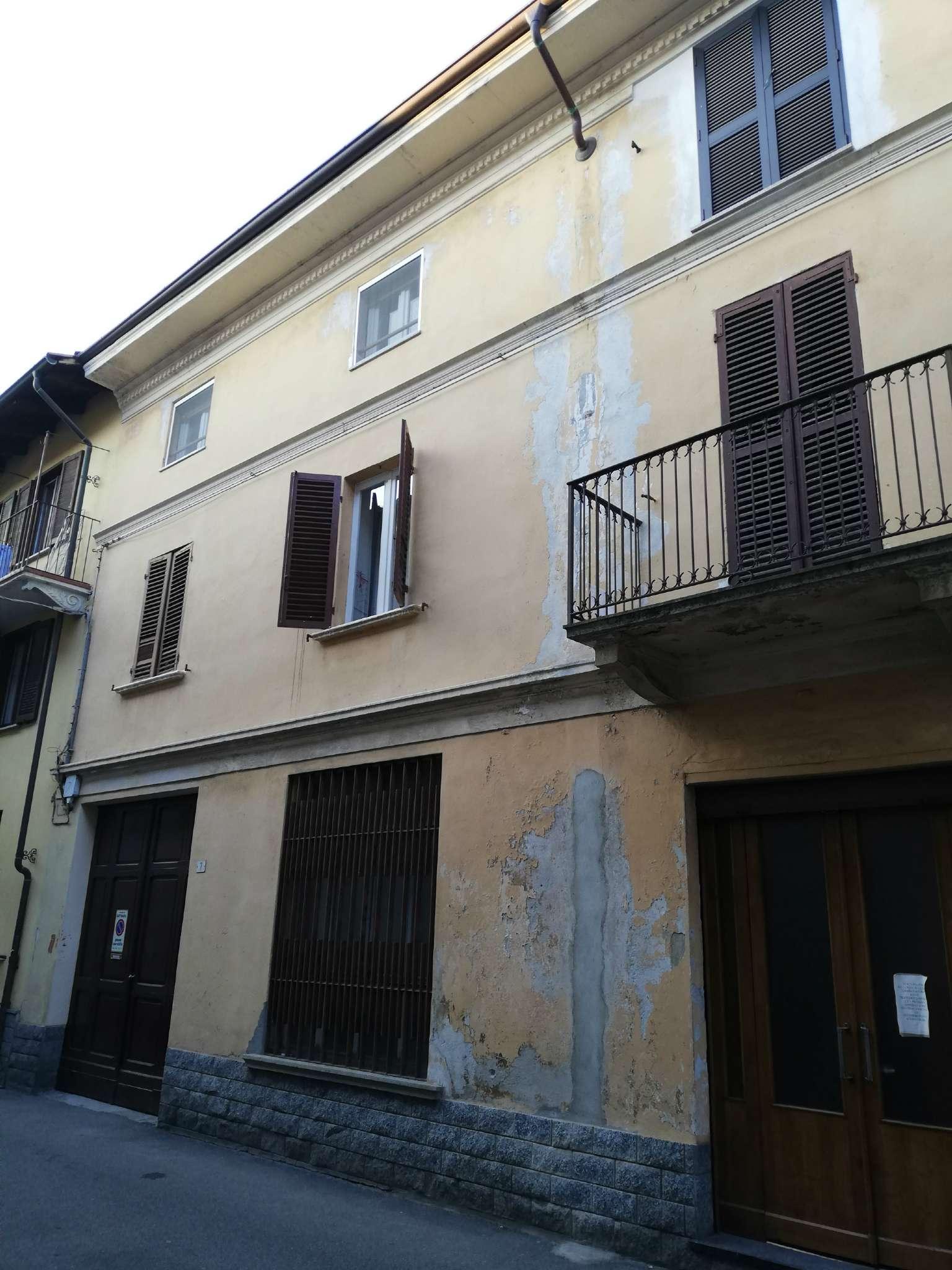 Appartamento in buone condizioni in vendita Rif. 9046401
