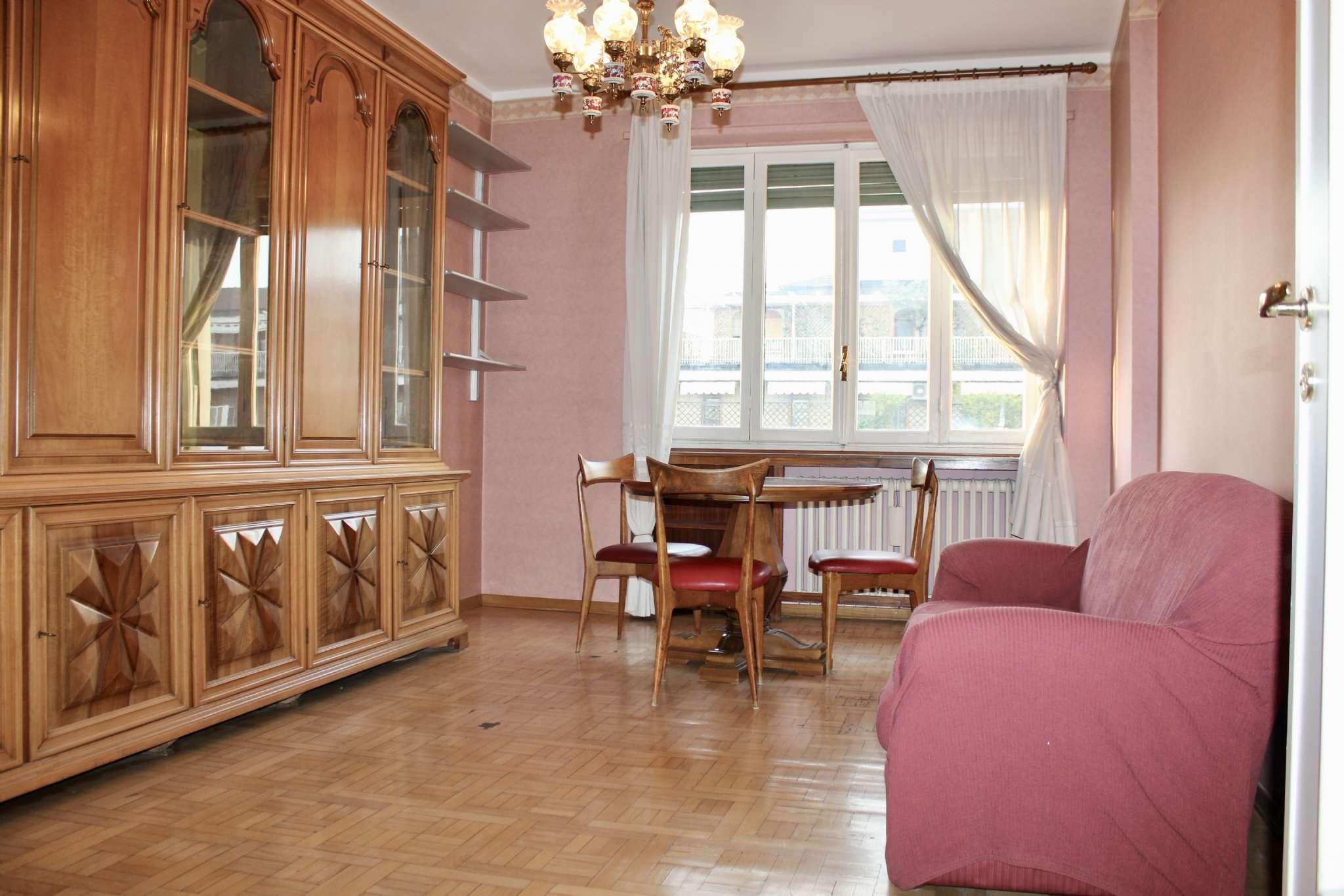 Appartamento in buone condizioni in vendita Rif. 9349985