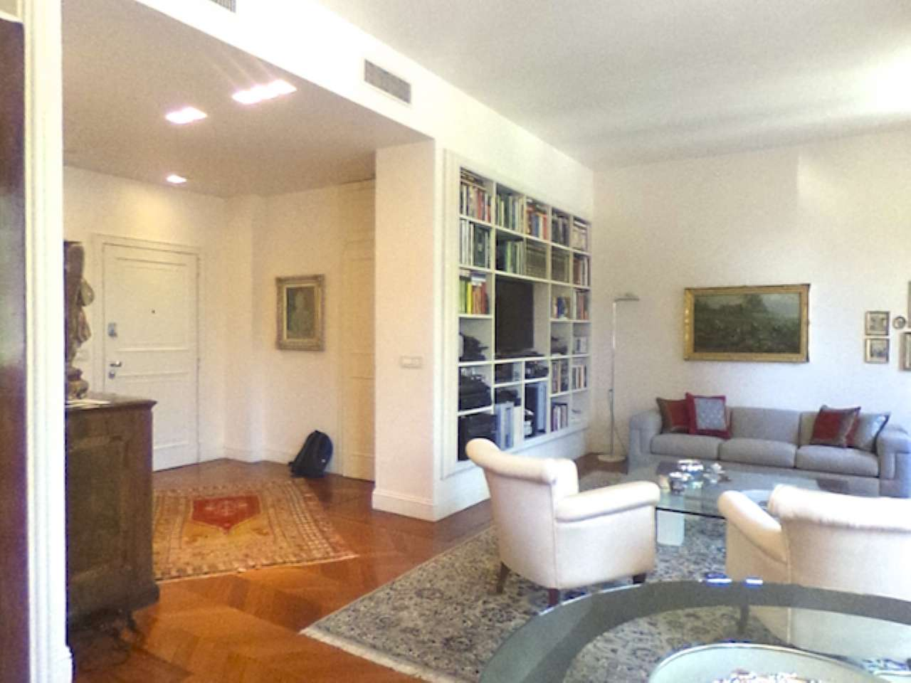 Missori - Nuda proprieta' - Prestigioso appartamento in centro con cantina e doppio garage, foto 2