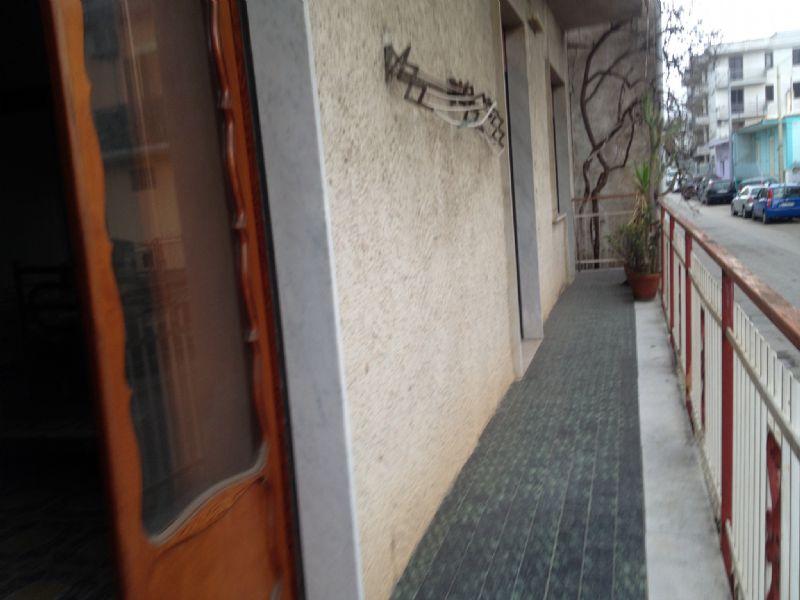 Ampio trilocale semi indipendente con cantina e giardino, foto 8