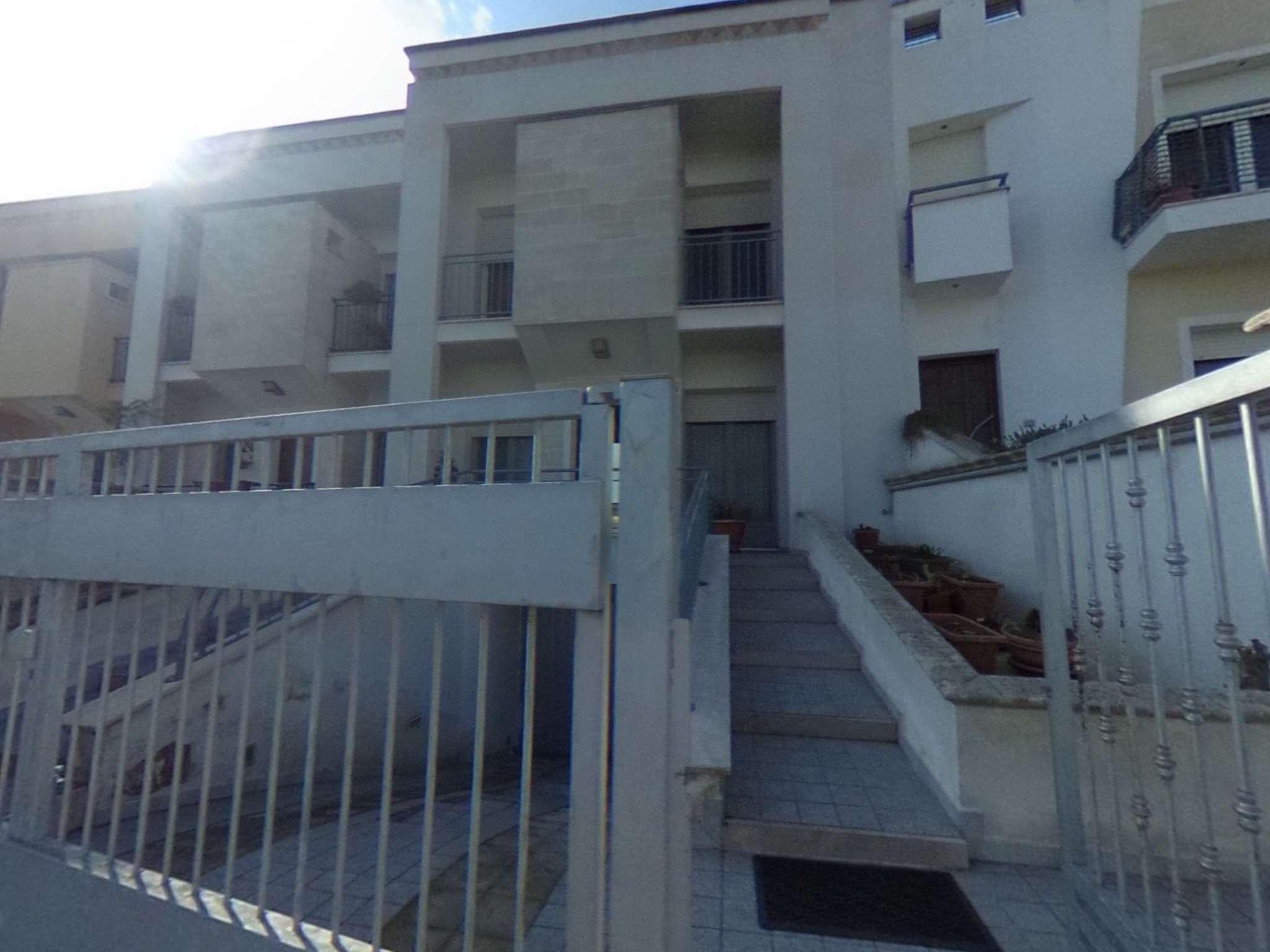 Appartamento in buone condizioni in vendita Rif. 8316926