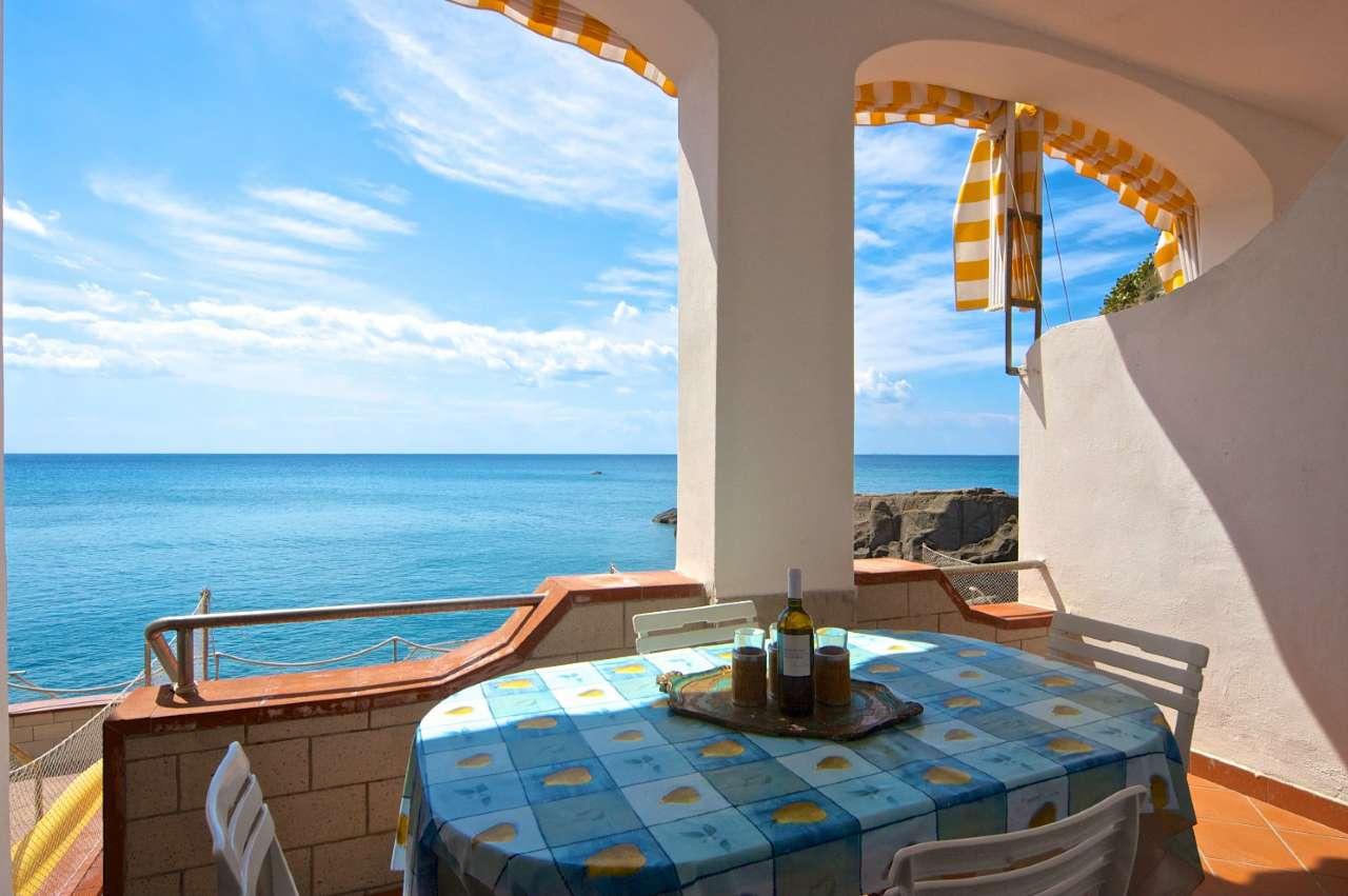 Appartamento in buone condizioni arredato in vendita Rif. 6830855