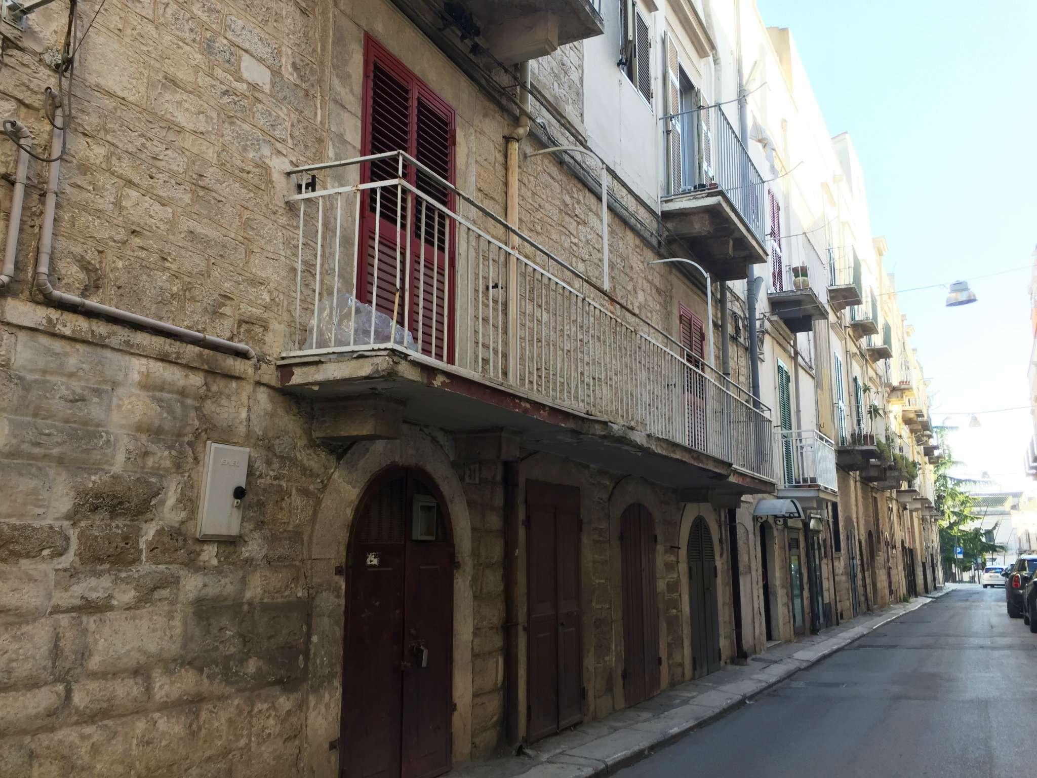 Trilocale con grandi balconi in zona centrale