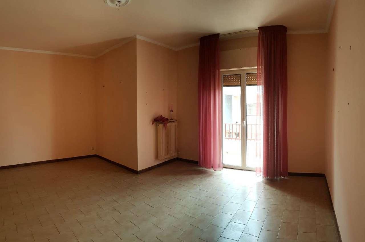 Appartamento in buone condizioni in vendita Rif. 6015274