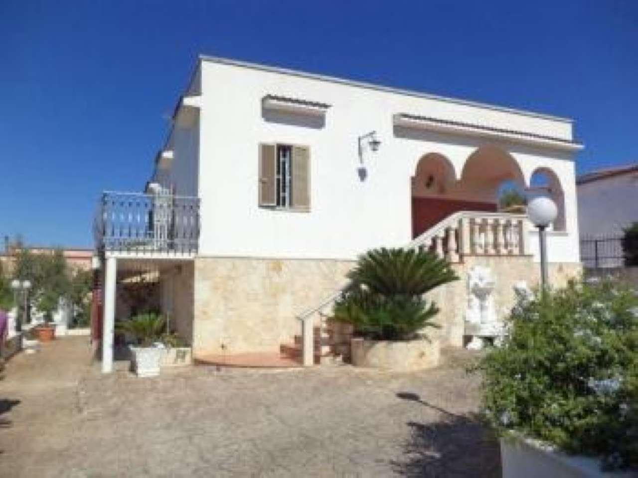 Villa in buone condizioni parzialmente arredato in vendita Rif. 7970684