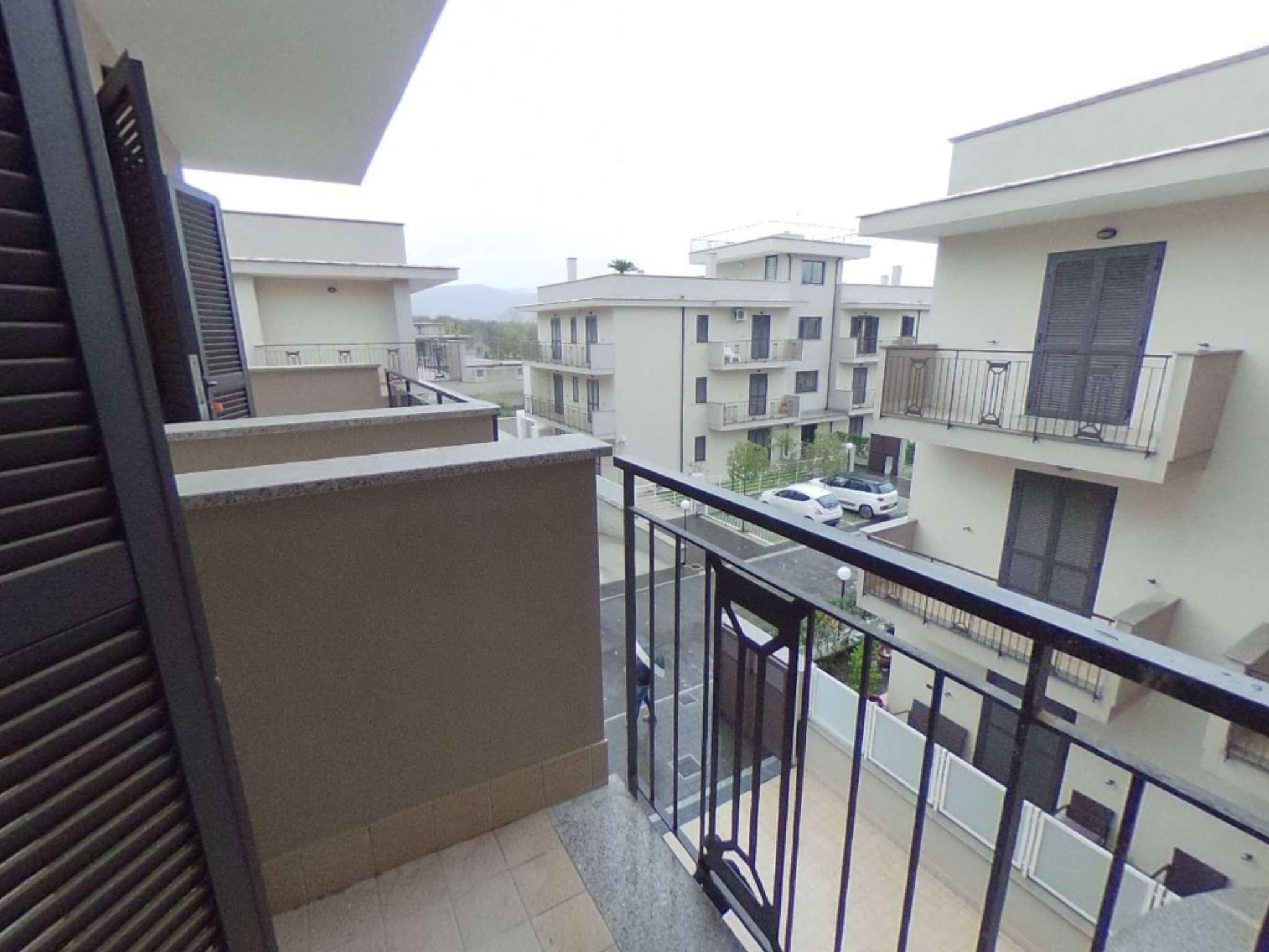 Ampio appartamento di nuova costruzione con ampie balconate e box
