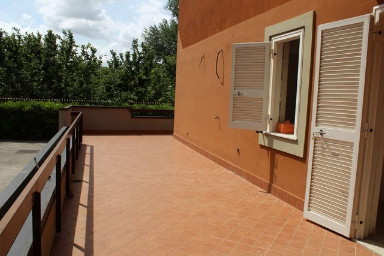 Ampio appartamento ristrutturato con ampi terrazzi a livello e box auto