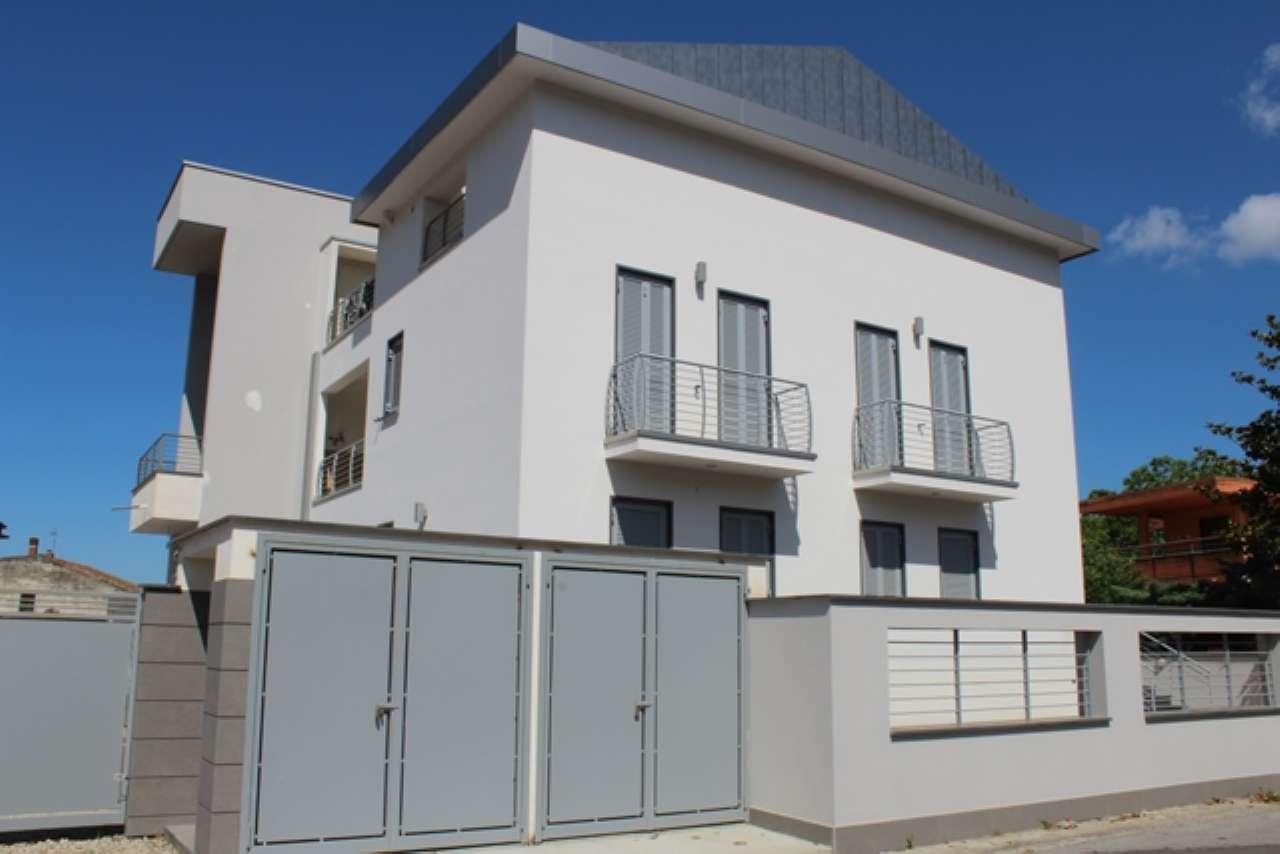 Ampio appartamento di nuova costruzione con terrazzo e giardino