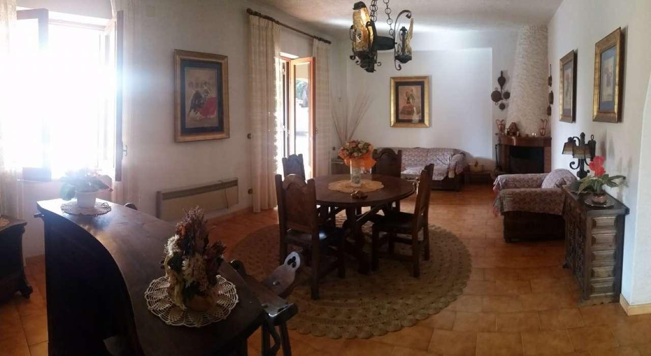 Villa in buone condizioni in vendita Rif. 7098985