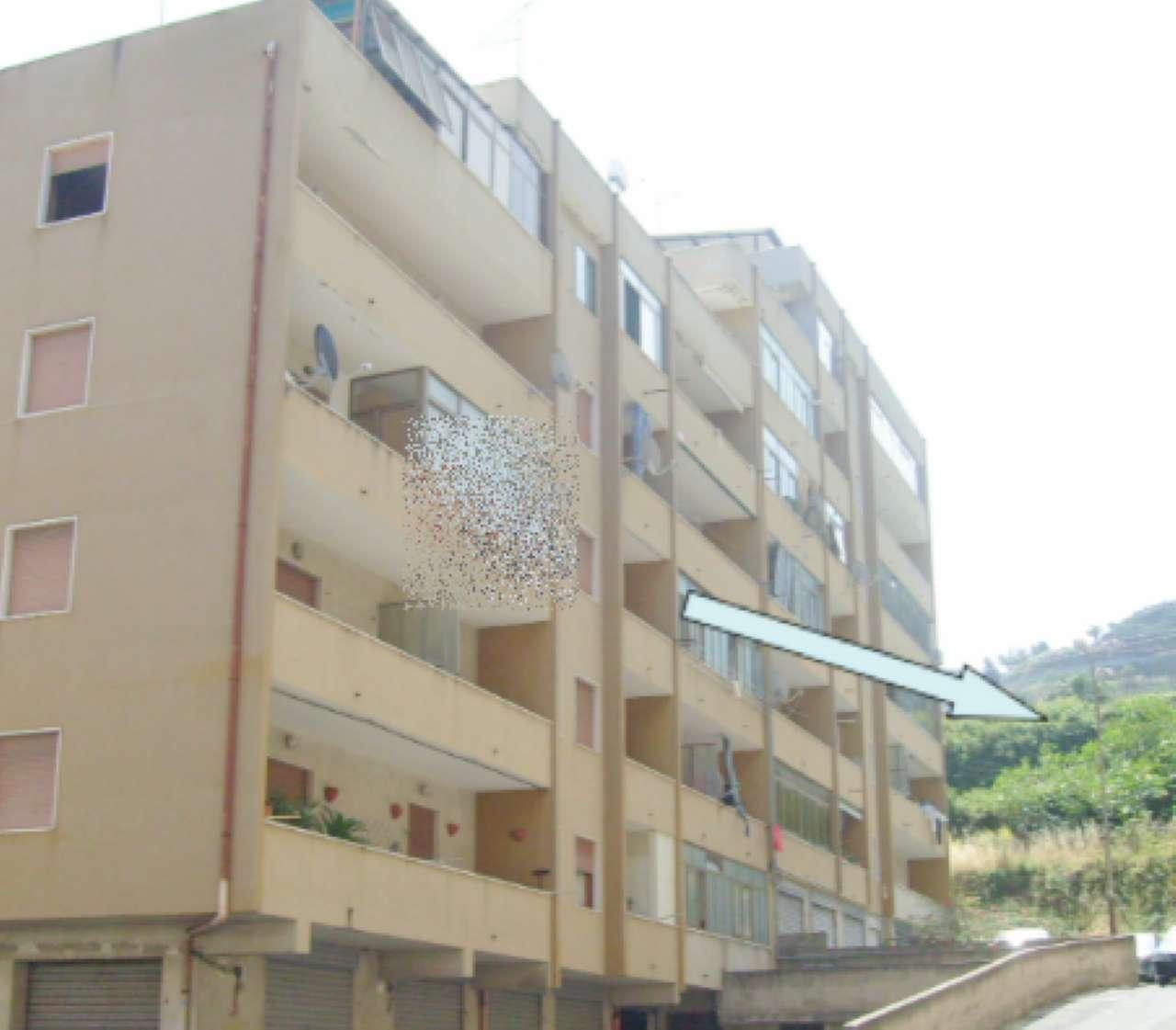 Appartamento in discrete condizioni in vendita Rif. 7893008