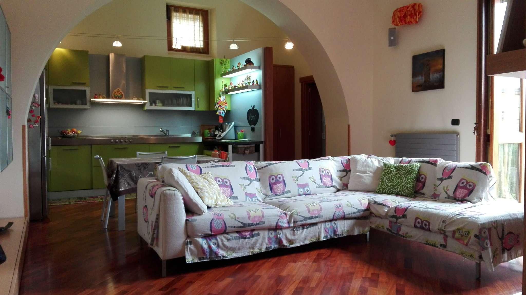 Appartamento ristrutturato parzialmente arredato in vendita Rif. 7541642