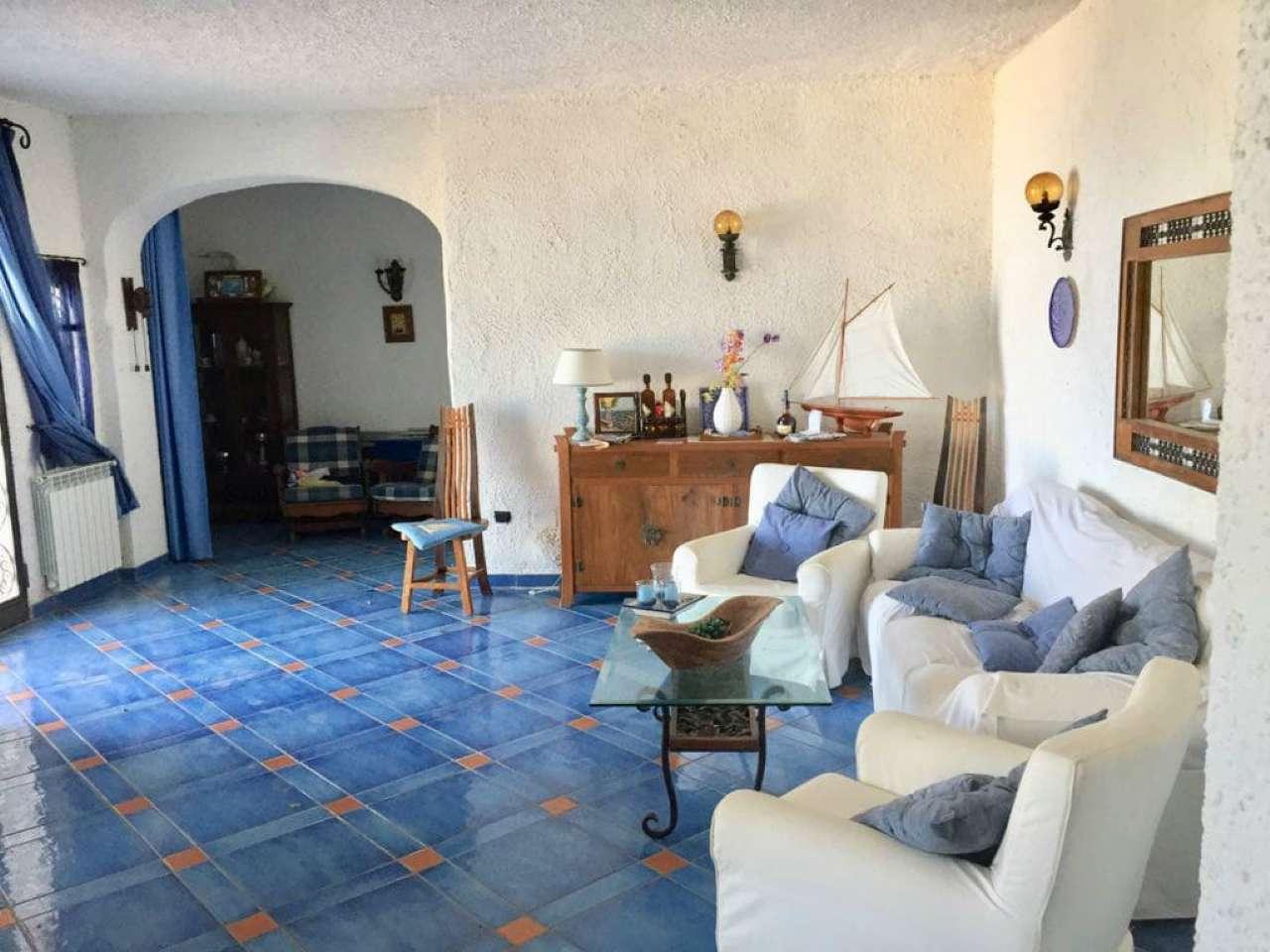 Appartamento in discrete condizioni parzialmente arredato in vendita Rif. 7338791