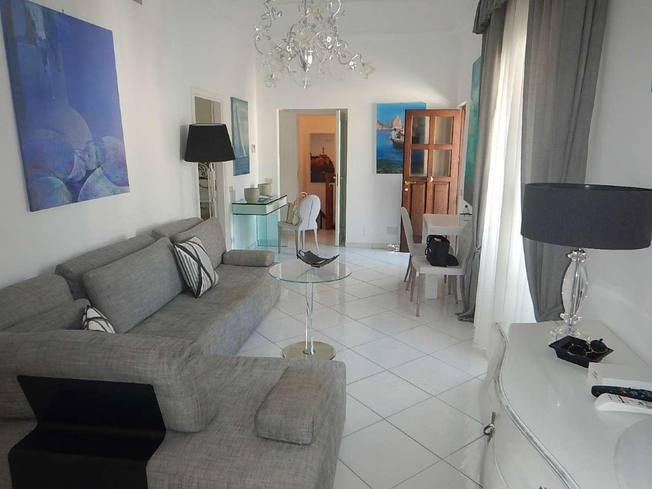 Appartamento in buone condizioni parzialmente arredato in vendita Rif. 7655410