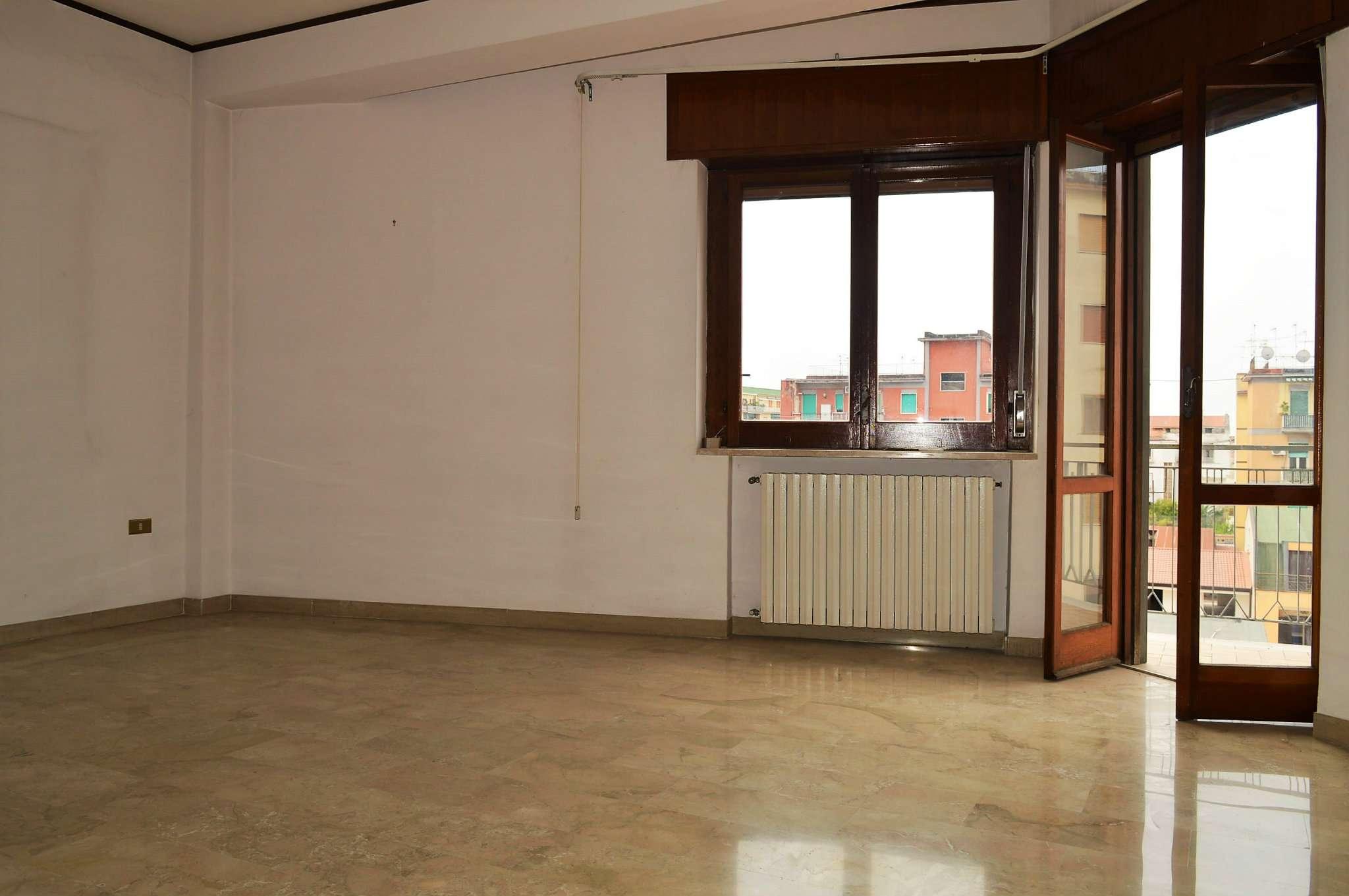 Appartamento in condizioni mediocri in vendita Rif. 7578327