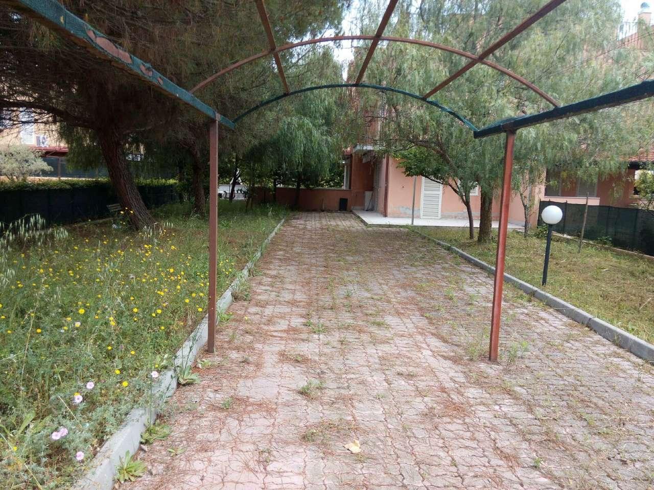 Villetta a schiera in buone condizioni arredato in vendita Rif. 8007306