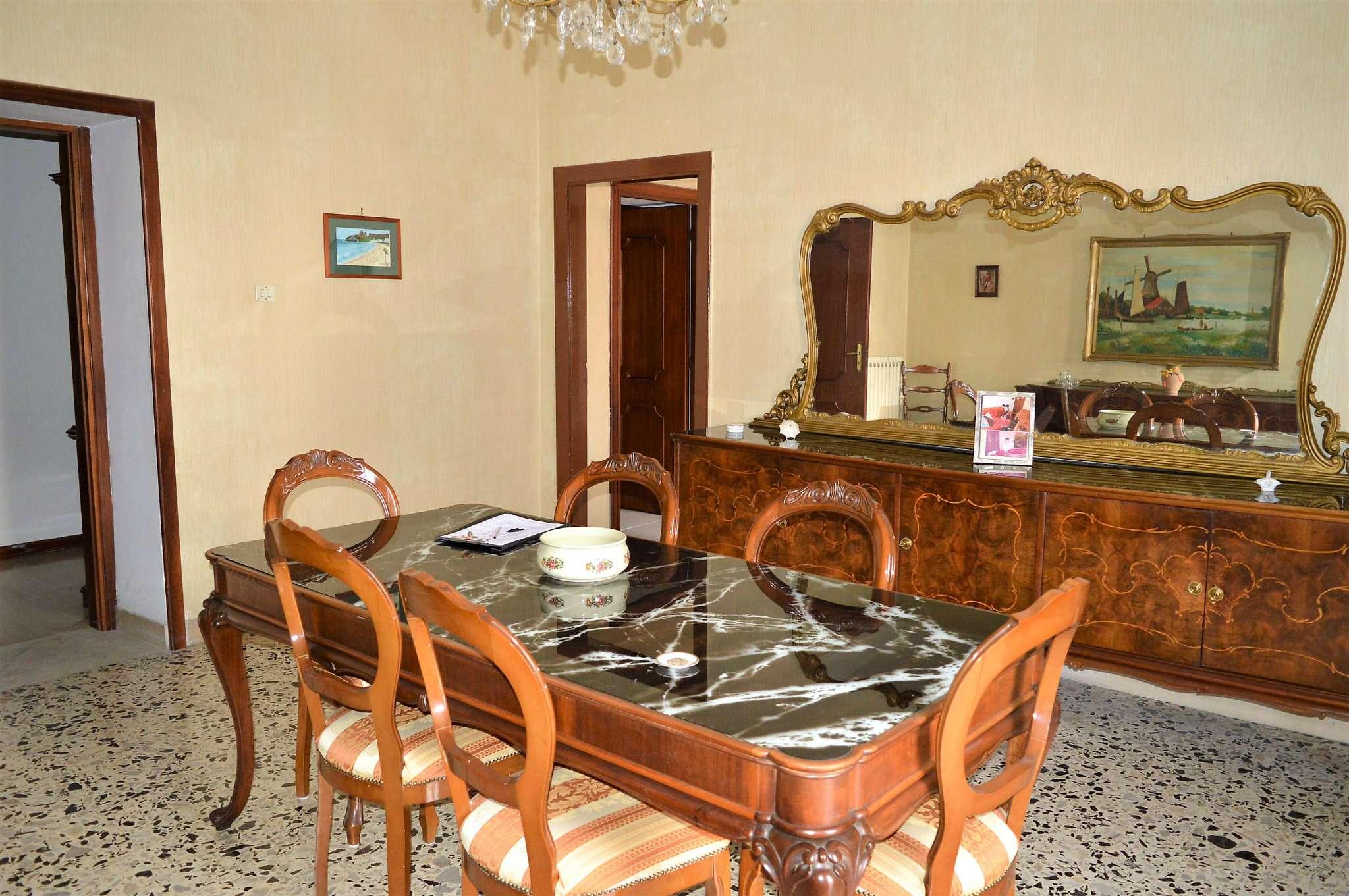 Appartamento in buone condizioni in vendita Rif. 8089168