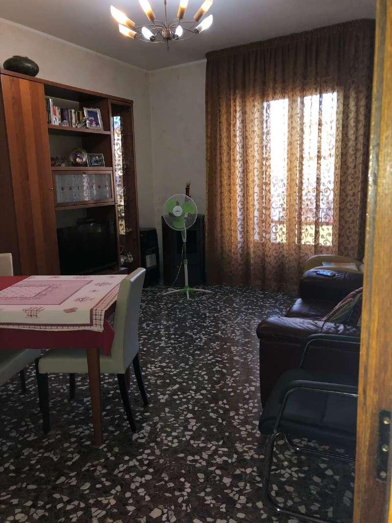 Appartamento in buone condizioni in vendita Rif. 8402335