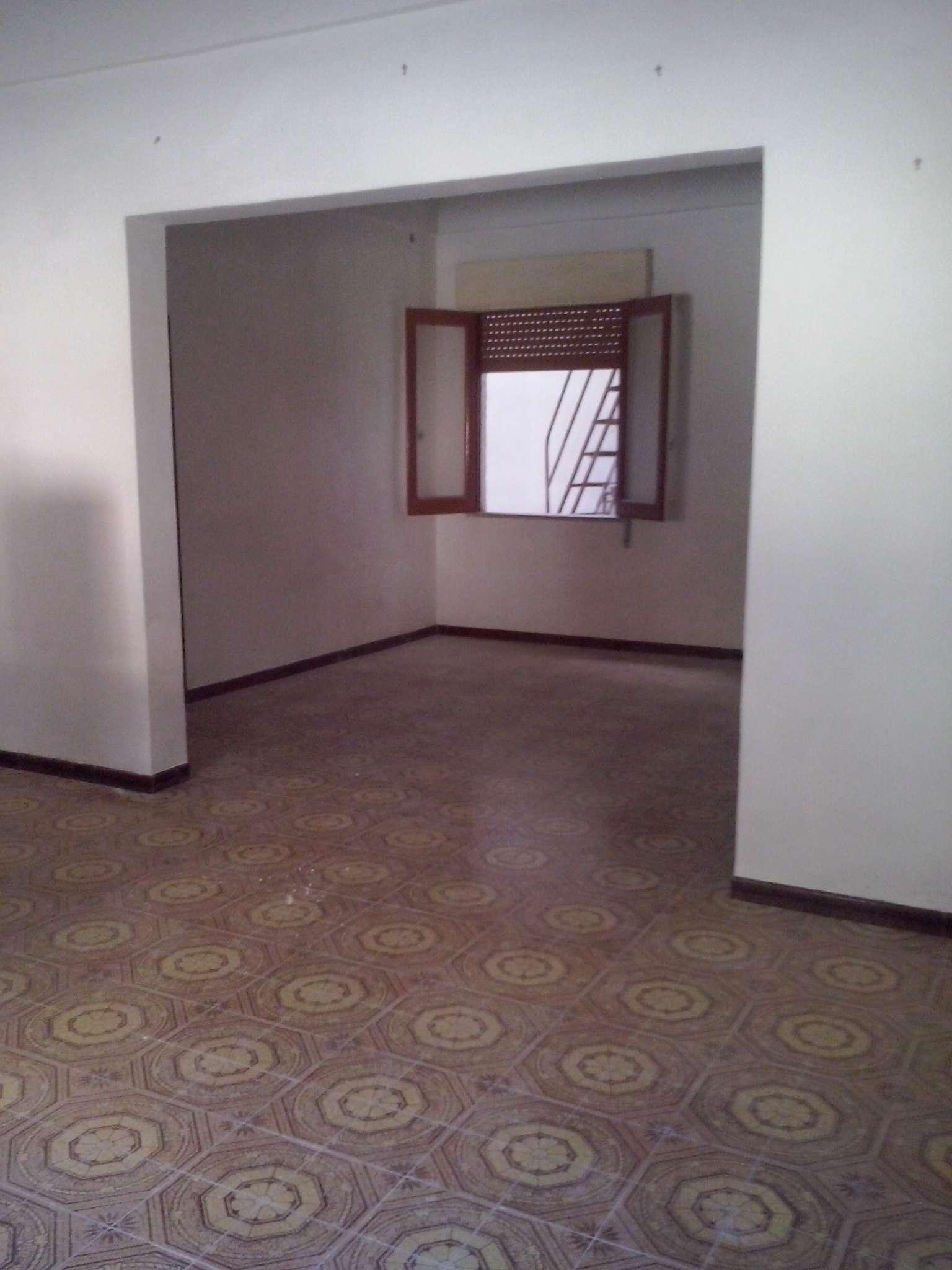 Ampio appartamento indipendente con cantina in zona centrale