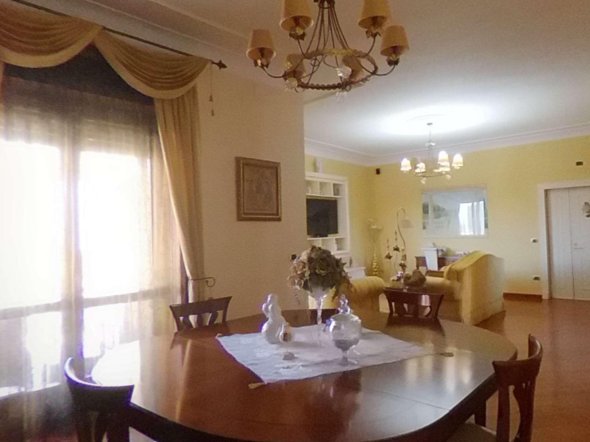 Ampio appartamento ristrutturato con balconi, box e cantina