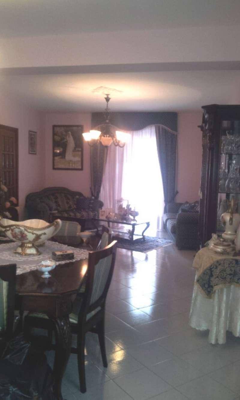 Appartamento in discrete condizioni in vendita Rif. 9197517