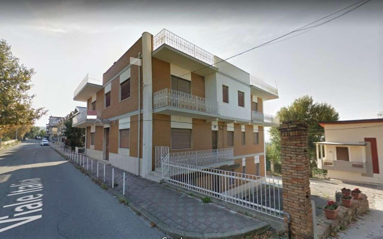 Foto 1 di Palazzo / Stabile viale Italia, Gioia Tauro