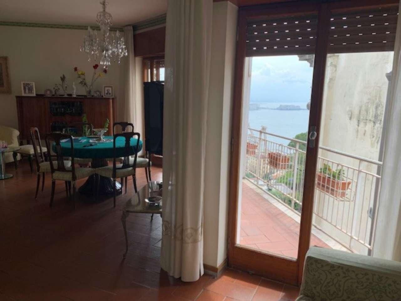 Posillipo - Ampio appartamento panoramico vista mare e Vesuvio, foto 12
