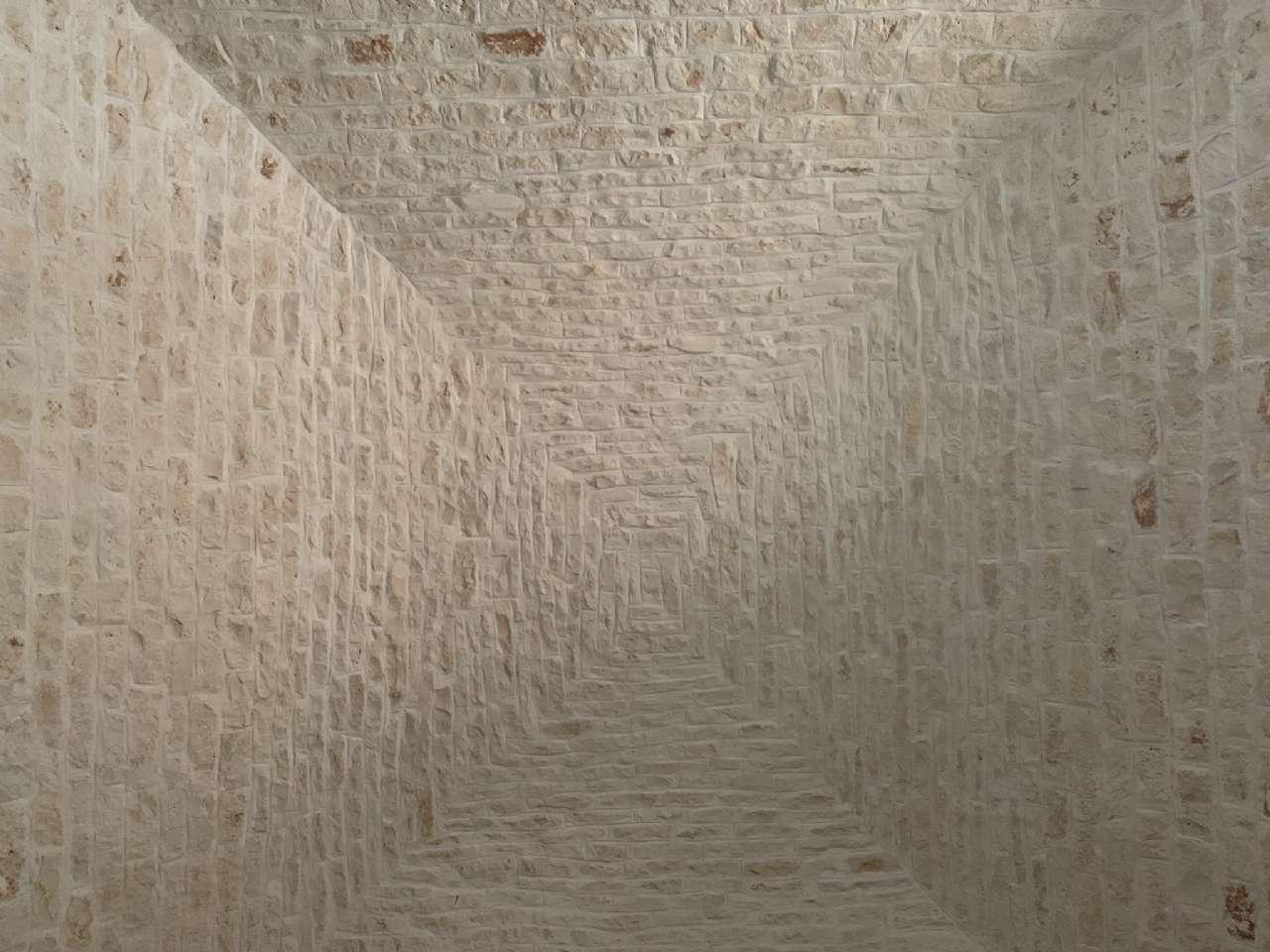 Complesso in pietra ristrutturato formato da trulli e lamie con giardino, foto 19