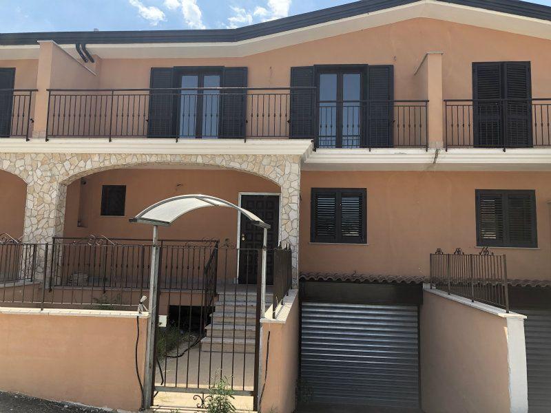 Ville a schiera di nuova costruzione con giardino, taverna e garage, foto 3