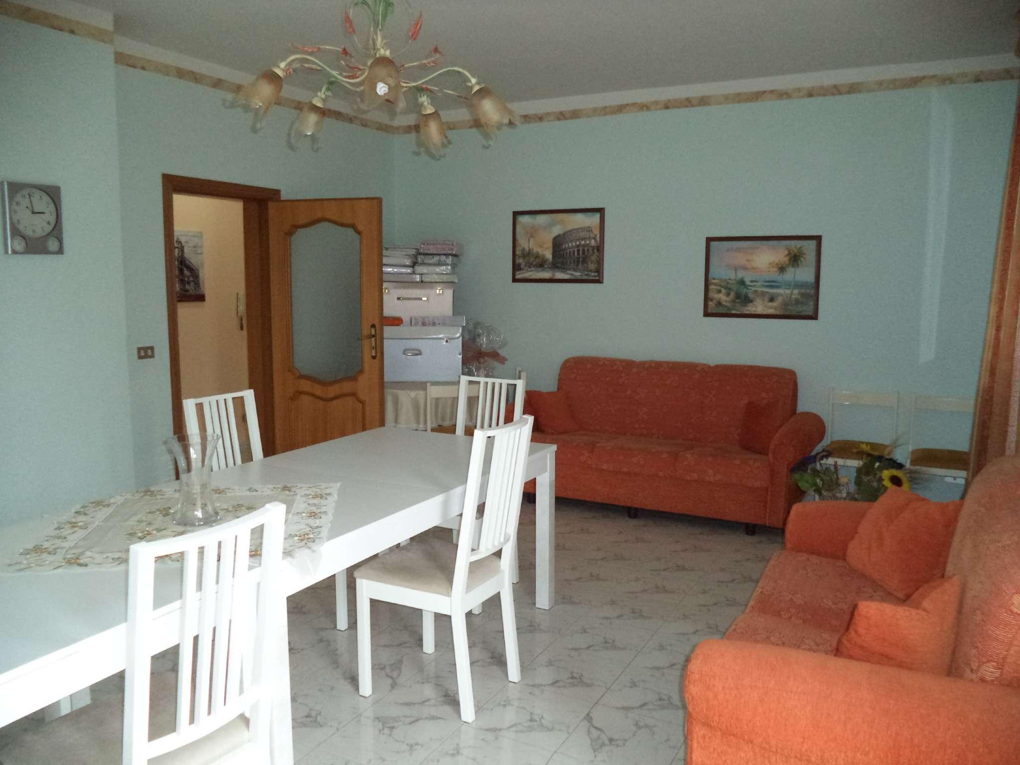 Appartamento in buone condizioni in vendita Rif. 5275049