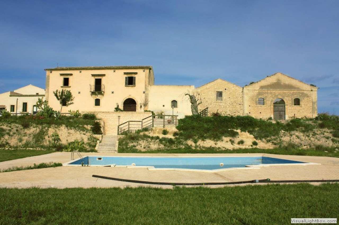 Casale nobiliare con piscina