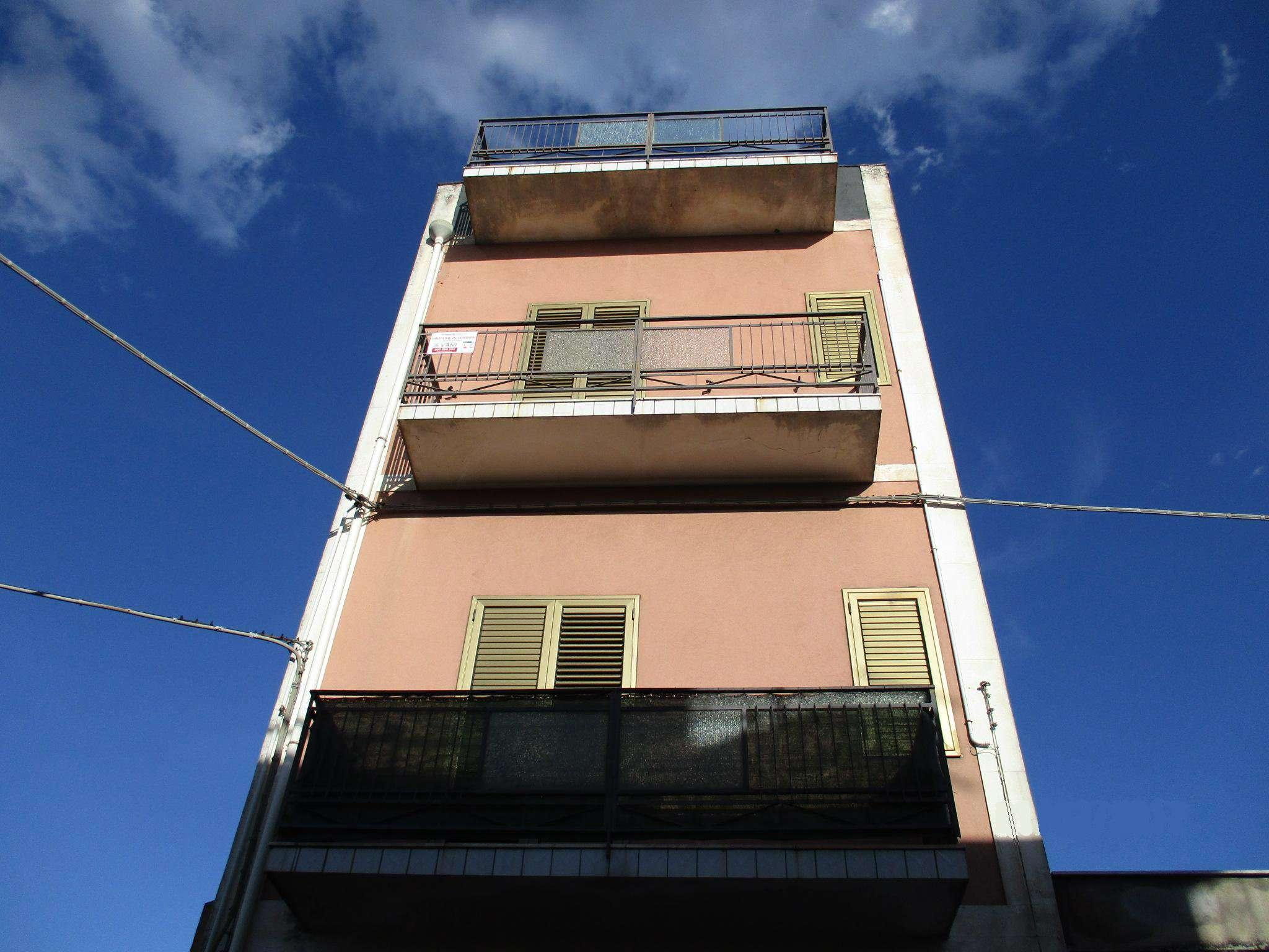 Appartamento in buone condizioni in vendita Rif. 8066579