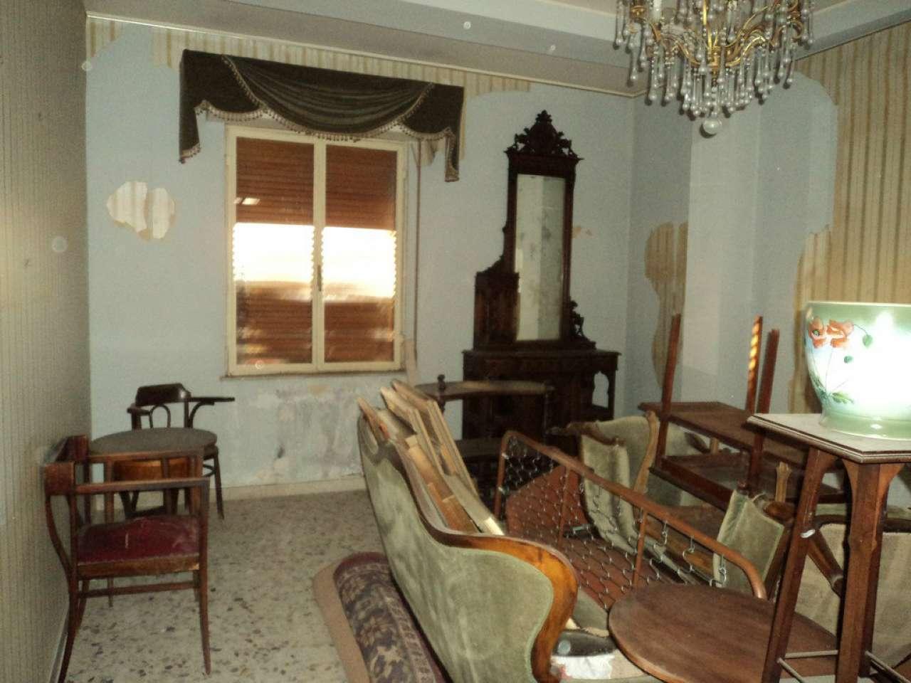 Appartamento in discrete condizioni in vendita Rif. 9246776
