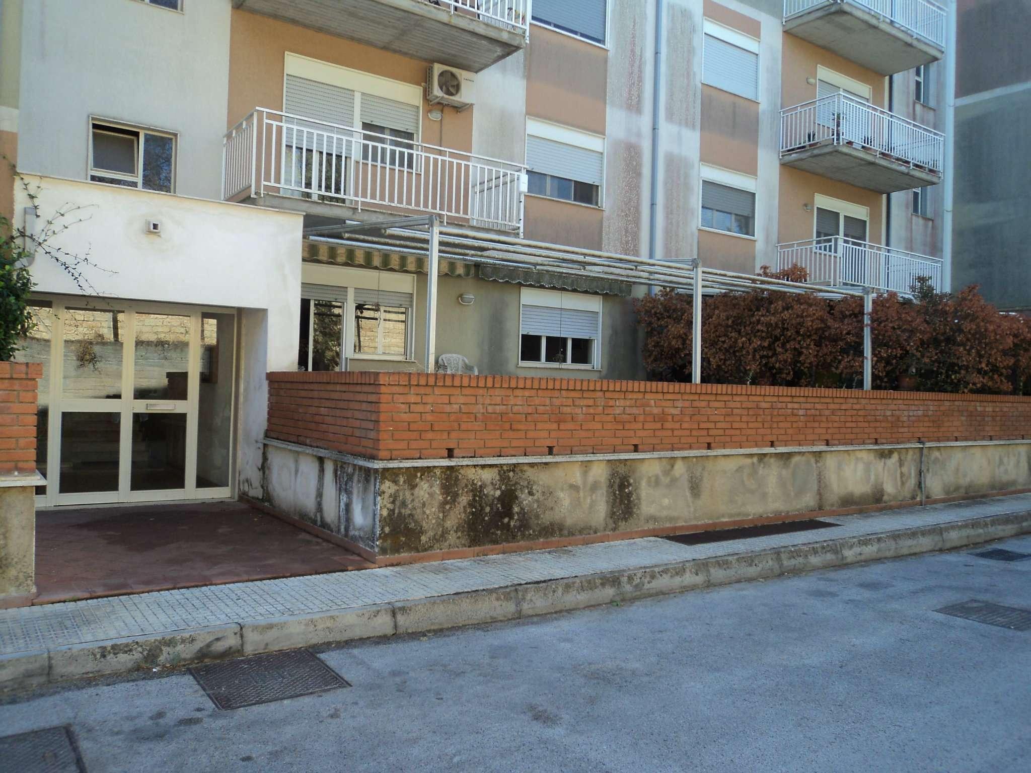 Appartamento di ampia metratura con terrazzo e posto auto