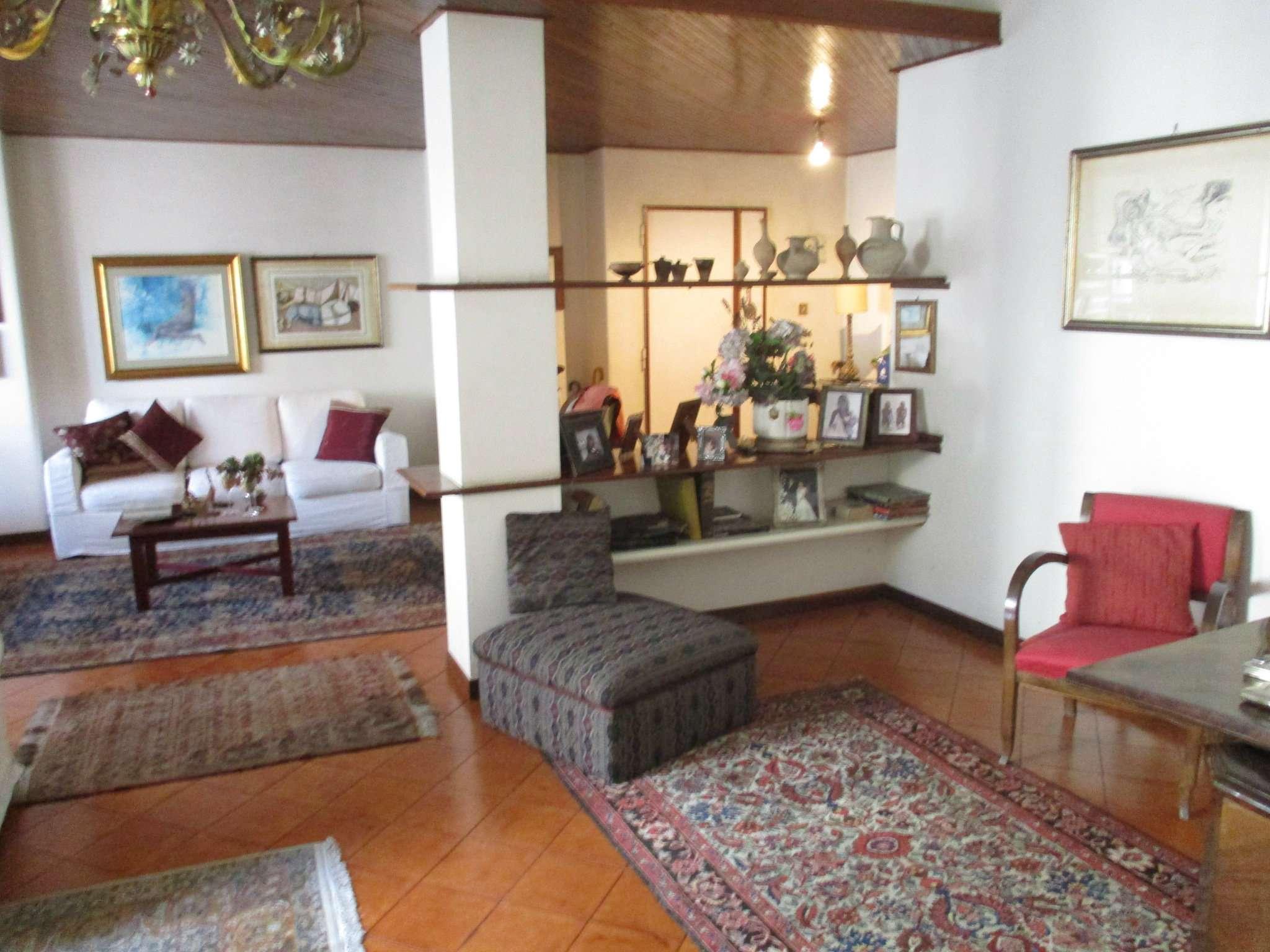 Appartamento in buone condizioni in vendita Rif. 8913177