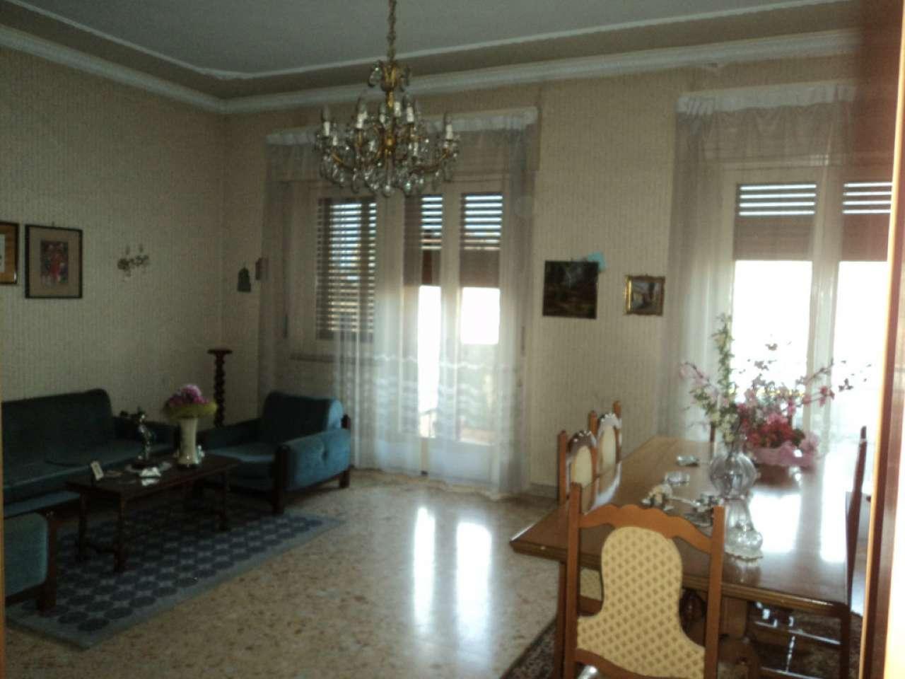Appartamento in condizioni mediocri in vendita Rif. 5426010